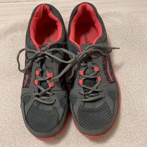 Avia Women's size 10 lace up tennis shoes